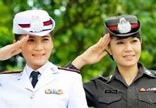 """泰国""""旅游警察"""" 执法者也当""""旅游大使"""""""