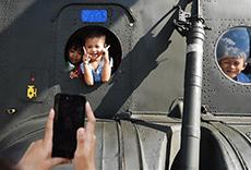 泰國曼谷:軍營裏的兒童節