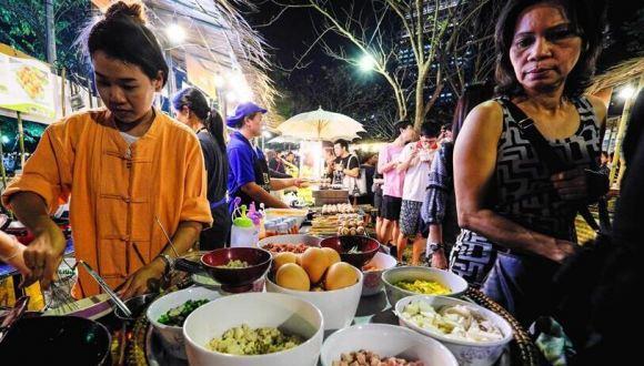 曼谷街邊攤:素顏的生存港灣
