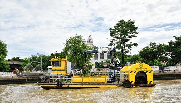 曼谷市組織清理湄南河河面