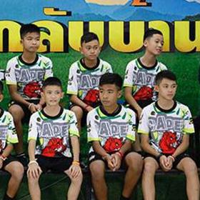 泰國少年足球隊山洞獲救後首次露面