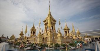 泰先王普密蓬火化亭將對外開放 遊客分批限時參觀