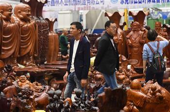 2015年中国与东盟林业贸易额达318亿美元